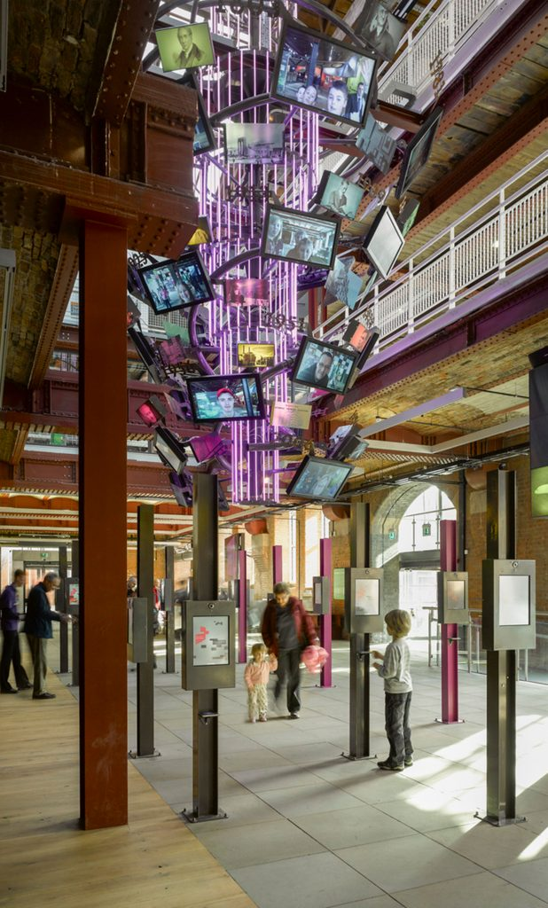 What role can architecture play in creating visitor experiences?